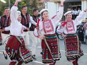 Украинците впечатлиха публиката и с български изпълнения