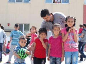 Сириец с четирите му деца