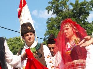 Стойка и Росен Митеви избраха фолклорна сватба
