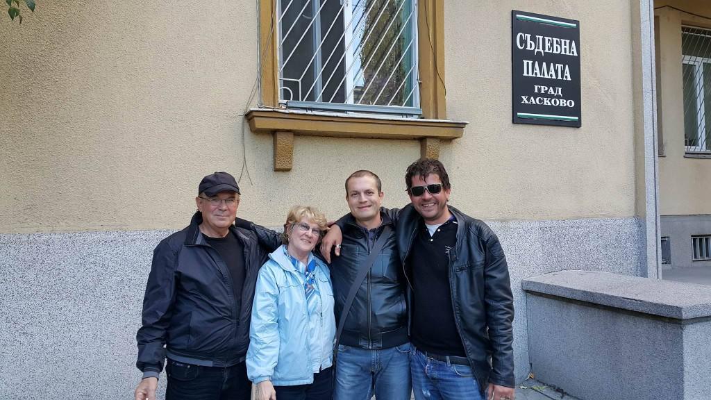 Семейството на Павел Лилянов след пускането му под парична гаранция