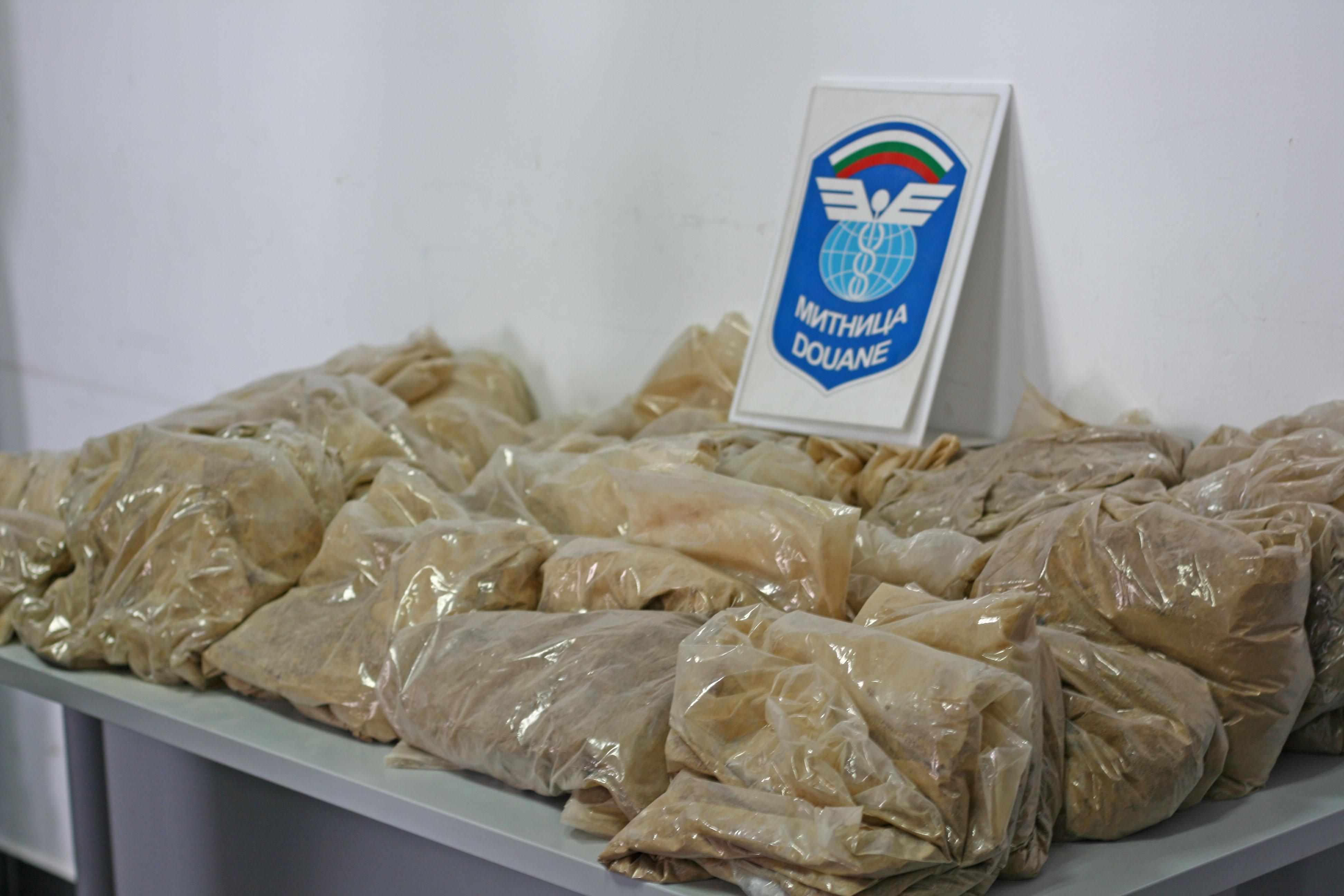Задържаната за 6 кг хероин група остава в ареста