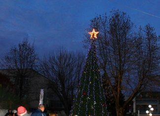 Със светването на елхата започнаха Коледната програма на Свиленград