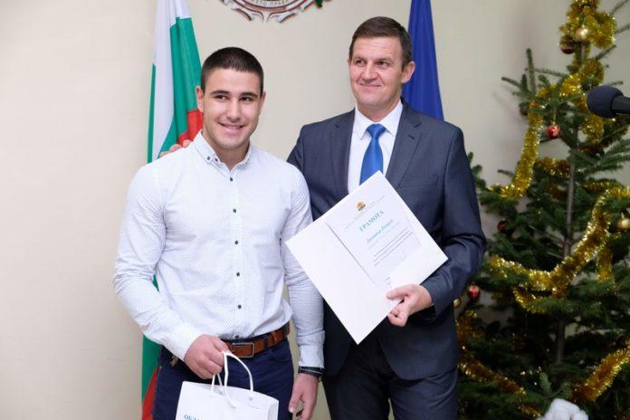 Шампион и певица от Свиленград с награди от областния управител