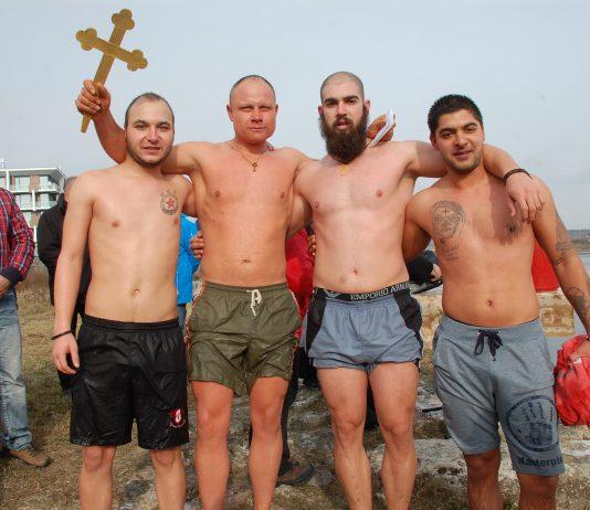 Дамян Костадинов спаси кръста на Богоявление в Свиленград