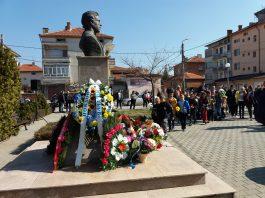 Деца, общественици и рокери сведоха глави в памет на Апостола