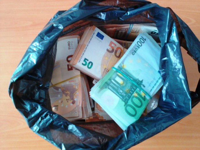 Над 200 000 недекларирани евро задържаха за ден