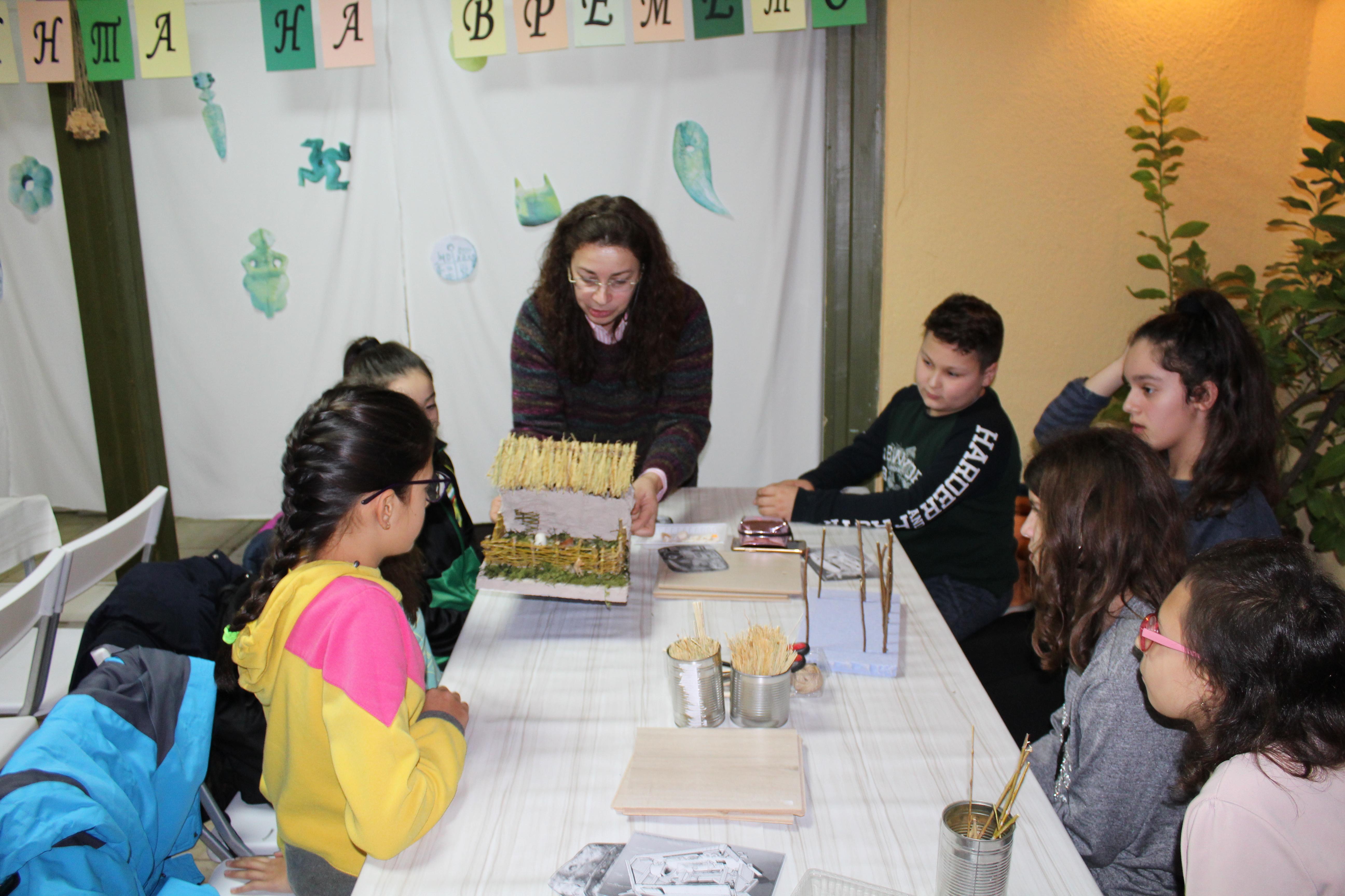 Ученици изработиха праисторически амулети по проект на музея