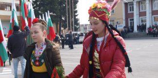 Богата програма и хоро на площада за Националния празник на България