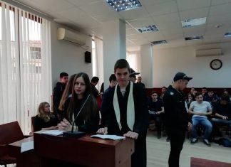 Ученици в симулативен процес за Деня на юриста