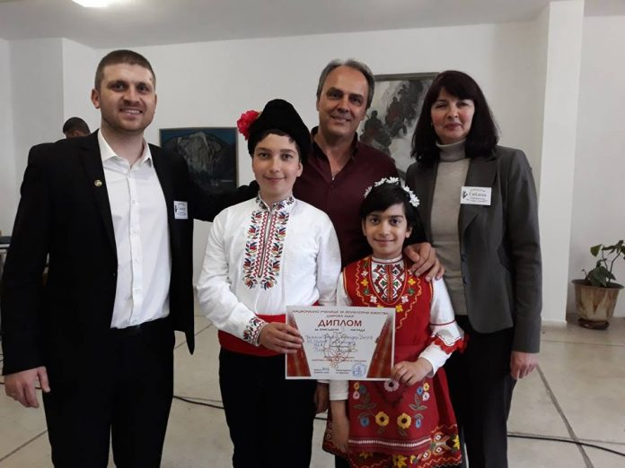 Престижни отличия от Широка лъка за детската школа по народно пеене в Мезек