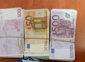 Недекларирана валута в кутии за бисквити откриха митничари