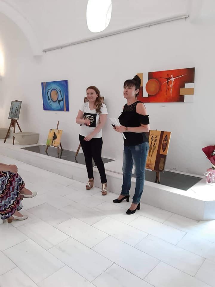 """Изложба """"Различните"""" представи Диана Капасъзова в Арт галерията"""