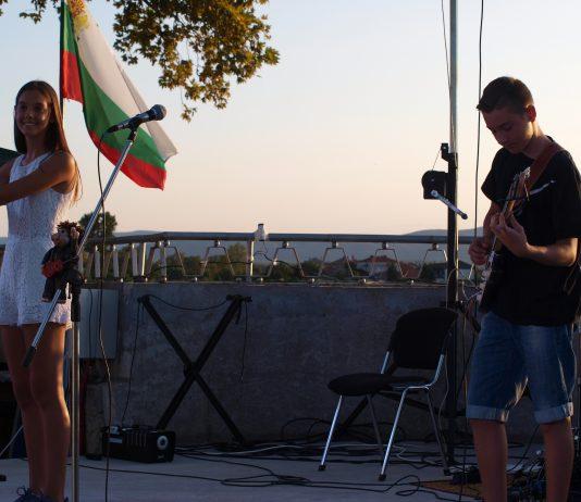 Рок дуетът Виктор и Кали с авторска песен