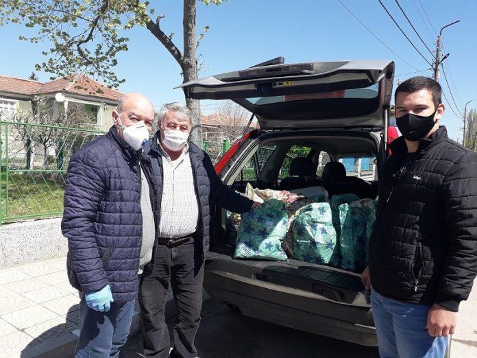 Над 500 кг стоки от първа необходимост дариха от Общинската организация на БСП Свиленград. Заедно с народния представител Никола Динков.