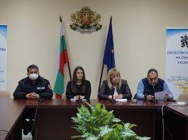 Вторият случай на заразен с коронавирус в област Хасково е на 55-годишен мъж от с. Златоустово, който е контактувал с гостите от Англия, заразили и 26-годишната жена, приета в болницата в Хасково.