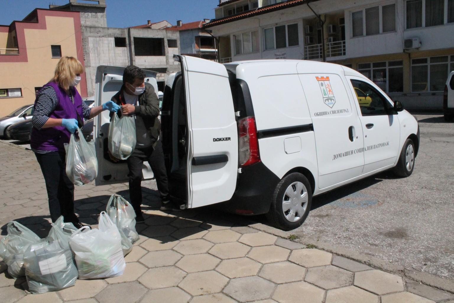 300 семейства от Свиленград и селата на общината са подпомогнати до момента в дарителската кампания за набиране на хранителни продукти.